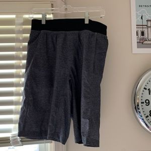 EUC MEN'S LULU SHORTS
